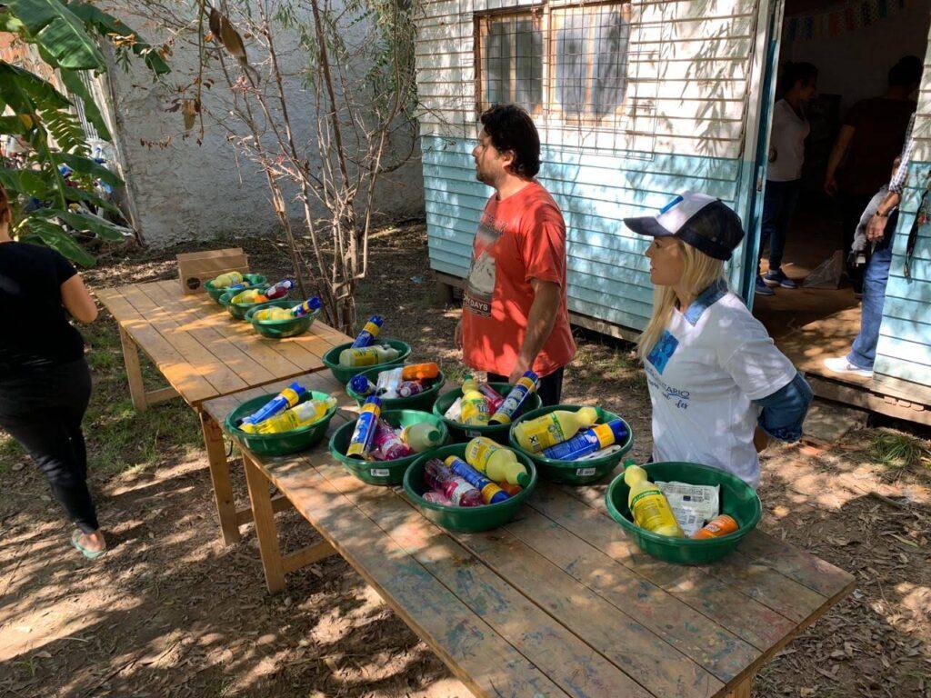Entrega de Kits Sanitarios en los barrios  de Moreno y Escobar